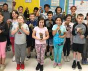 Brush College 5th-Grade Students Make Christmas Tree Ornaments